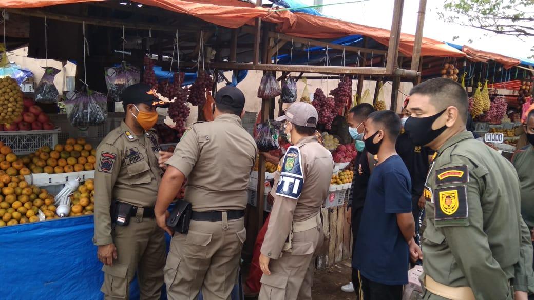 Satpol PP Inhil Tertibkan PKL yang Berjualan di Badan Jalan