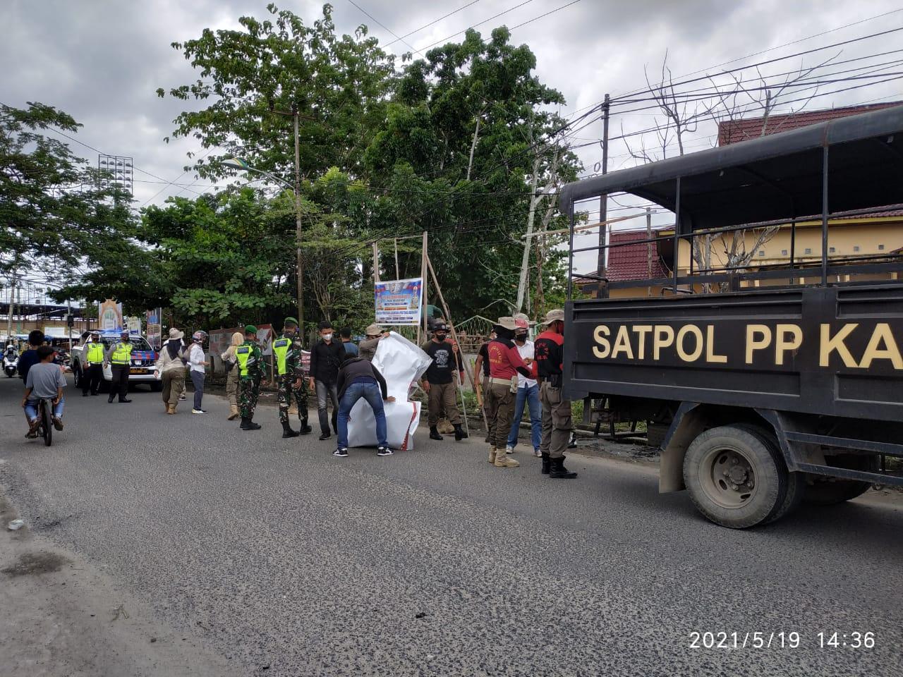 Satpol PP Inhil Kembali Tertibkan Spanduk dan Baliho Tanpa Izin dan Kadaluarsa